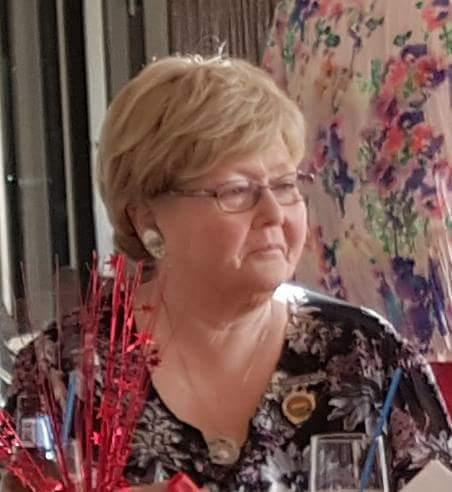 Helen Standing photo 1